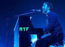 <p>EMI artist Chris Martin of Coldplay performs in Singapore, July 10, 2006 . Record label EMI has faced some unexpected challenges executing the bold restructuring plan it announced in January, sources say. REUTERS/Tim Chong</p>