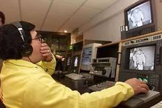 <p>Foto de archivo de televisa en México. El gigante mexicano de medios de comunicación Televisa habría registrado un incremento del 62 por ciento en sus ganancias del primer trimestre, gracias a una favorable comparación con el mismo lapso del 2007, cuando tuvo un pesado cargo extraordinario. Un sondeo de Reuters entre seis analistas arrojó un pronóstico promedio de utilidades netas de 1,187 millones de pesos (112 millones de dólares), muy por encima de los 734 millones de pesos anotados entre enero y marzo del año pasado. Photo by Andrew Winning/Reuters</p>