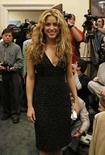 <p>Shakira llega a hablar sobre la educación mundial a Capitol Hill en Washington (4/22/08). La cantante colombiana Shakira dejó el martes los micrófonos y asumió su función de activista social al defender en Washington el derecho a la educación para todos los niños de América Latina y del mundo. Photo by Kevin Lamarque/Reuters</p>
