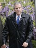 "<p>U.S. President George W. Bush walks on the South Lawn of the White House April 20, 2008 upon his return to Washington from Camp David. President Bush's guest appearance in support of an Iraq War veteran on ""Deal or No Deal"" didn't bring much luck to the contestant -- or the show. REUTERS/Yuri Gripas</p>"