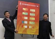 <p>Visual dos ingressos para as Olimpiádas de Pequim é revelado por Zhu Yan e sua equipe, em coletiva de imprensa em Pequim, 23 de abril. Photo by Jason Lee</p>