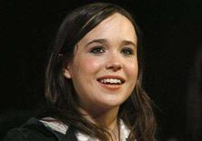 <p>Ellen Page smiles at a Fox Searchlight pre-Oscar party in Los Angeles February 22, 2008. REUTERS/Mario Anzuoni</p>