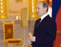 <p>Действующий президент России Владимир Путин в московском Кремле 22 апреля 2008 года. Госдума одобрила в пятницу законопроект, предполагающий создание центров исторического наследия бывших президентов России за счет средств казны. (REUTERS/Alexander Zemlianichenko/Pool)</p>