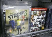 <p>Una promozione del gioco di Take-Two Interactive Grand Theft Auto IV esposta in un negozio a New York. REUTERS/Lucas Jackson</p>