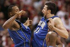 <p>Orlando Magic Hedo Turkoglu celebrates with Rashard Lewis against theToronto Raptors in the second half during Game 4 of their first round Eastern Conference playoff game in Toronto, April 26, 2008. REUTERS/Mark Blinch</p>