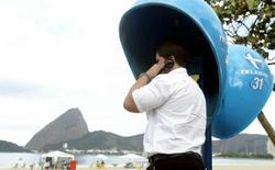 <p>Le groupe brésilien de télécommunications Oi Participacoes, auparavant Telemar, a annoncé qu'il avait accepté de racheter son compatriote Brasil Telecom pour 5,86 milliards de reais brésiliens. /Photo d'archives/REUTERS/Sergio Moraes</p>