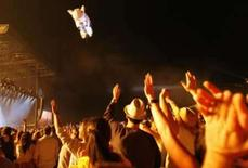 <p>Festival oferece recompensa pelo 'porco voador' de Roger Waters. Os organizadores de um grande festival de música da Califórnia estão oferecendo uma recompensa de 10 mil dólares e quatro ingressos vitalícios para quem entregar o porco inflável de Roger Waters. 27 de abril. Photo by Mario Anzuoni</p>