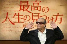 """<p>Actor Jack Nicholson poses at a news conference to promote his movie """"The Bucket List"""" in Tokyo April 30, 2008. REUTERS/Kim Kyung-Hoon</p>"""
