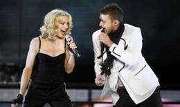 <p>Madonna se apresenta com Justin Timberlake em show para comemorar o lançamento de 'Hard Candy' em Nova York, 30 de março de 2008. Photo by Lucas Jackson</p>