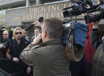 <p>Chad Kroeger (L), of the rock band Nickelback, is mobbed by media as he leaves the courthouse in Surrey, British Columbia May 1, 2008 after being sentenced for drunk driving. Kroeger was given a fine of CAD $690 ($678) and has had his driver's license suspended for one year. REUTERS/Andy Clark</p>