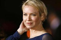 """<p>Renee Zellweger poses at the premiere of """"Leatherheads"""" at the Grauman's Chinese theatre in Hollywood, California, March 31, 2008. REUTERS/Mario Anzuoni</p>"""