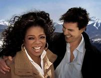 <p>Tom Cruise regresó el viernes al ciclo de Oprah Winfrey para hablar sobre su amor por Katie Holmes, pero esta vez negó problemas maritales en vez de saltar sobre el sillón para probar su pasión por la joven actriz. 'Eso es irrisorio para mí', replicó Cruise cuando Winfrey le dijo que hay especulación acerca de que 'lo que tú y Katie tienen no es real'. Photo by Reuters (Handout)</p>