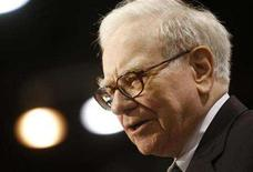 <p>Billionaire financier and Berkshire Hathaway CEO Warren Buffett attends a television interview during the annual Berkshire Hathaway shareholders meeting in Omaha, Nebraska, May 3, 2008. REUTERS/Carlos Barria</p>