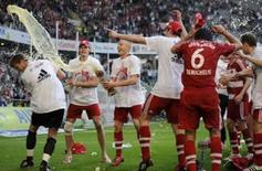 <p>Jogadores do Bayern de Munique comemoram o título do campeonato alemão conquitado neste domingo, dia 4 de maio. O Bayern de Munique empatou em 0 x 0 com o Wolfsburg, e conquistou seu 21o título do Campeonato Alemão, garantindo a dobradinha nacional pela terceira vez em quatro temporadas. Photo by Kai Pfaffenbach</p>