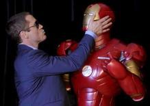<p>O ator Robert Downy Jr brinca antes da premiere do filme 'Homem de Ferro', em Sydney, Austrália, dia 29 de abril. O personagem de histórias em quadrinhos 'Homem de Ferro' provou seu valor nas bilheterias na América do Norte, arrecadando cerca de 100,75 milhões de dólares no fim de semana, num improvável retorno de Robert Downey Jr. Photo by $Byline$</p>