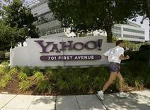<p>En un año que ya era débil en fusiones, la fallida oferta de Microsoft Corp por Yahoo Inc eliminó cualquier pequeño impulso en Wall Street y dañó las comisiones y ubicaciones de los bancos de inversión. Cuando Microsoft retiró su oferta de 47.500 millones de dólares, el valor de las fusiones y adquisiciones de Estados Unidos cayó a 386.400 millones de dólares, un 41 por ciento menos que durante el año anterior, según la firma de investigaciones Dealogic. Photo by Robert Galbraith/Reuters</p>