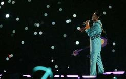 <p>Prince performs during the halftime show of the NFL's Super Bowl XLI football game between the Indianapolis Colts and the Chicago Bears in Miami, Florida in this February 4, 2007 file photo. REUTERS/Brian Snyder</p>