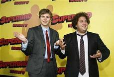 """<p>Cast members Michael Cera (L) and Jonah Hill pose at the premiere of """"Superbad"""" at the Grauman's Chinese Theatre in Hollywood, California August 13, 2007. REUTERS/Mario Anzuoni</p>"""