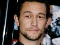 """<p>Actor Joseph Gordon-Levitt, star of the film """"Stop-Loss"""", poses at the film's premiere in Hollywood, California March 17, 2008. REUTERS/Fred Prouser</p>"""
