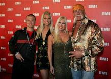 <p>Nick, Brooke, Linda, and Hulk Hogan (L-R) arrive at the EMI Post Grammy Party in Los Angeles February 8, 2006. REUTERS/Max Morse</p>