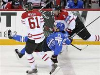 <p>Finland's Riku Hahl (C) is hit by Canada's Rick Nash (L) and Dan Hamhuis during the first period of action at the 2008 IIHF World Hockey Championships in Halifax, May 12, 2008. REUTERS/Paul Darrow</p>