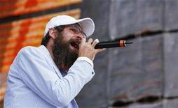 """<p>Artist Matisyahu performs on Randall's Island during the 2007 """"Farm Aid"""" concert in New York September 9, 2007. REUTERS/Lucas Jackson</p>"""