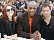 """<p>Cast members Julianne Moore, Danny Glover and Gael Garcia Bernal (L-R) pose during a photo call for the film """"Blindness"""" by Brazilian director Fernando Meirelles at the 61st Cannes Film Festival May 14, 2008. REUTERS/Eric Gaillard</p>"""