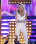 <p>Singer Carrie Underwood performs at the 43rd Annual Academy of Country Music Awards show in Las Vegas, Nevada May 18, 2008. REUTERS/Steve Marcus</p>