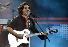 <p>El cantante colombiano Jorge Villamizar, en Viña del Mar, Chile. 21 feb, 2007. Bacilos ganó notoriedad como una banda que fusionaba influencias pop y tropicales en una mezcla distintiva, pegajosa y bailable. En el exterior, Bacilos fue el impulsor del movimiento conocido como 'tropi/pop', una mezcla tropical y pop que incluye números conocidos como Cabas y Fonseca y el acto colombiano Sanalejo. Photo by (C) ELISEO FERNANDEZ / REUTERS/Reuters</p>