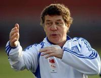 <p>Тренер национальной команды Греции по футболу Отто Рехагель на тренировке в Будапеште 23 мая 2008 года. Главный тренер сборной Греции Отто Рехагель огласил окончательную заявку на чемпионат Европы-2008. (REUTERS/Karoly Arvai)</p>