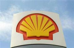 <p>A logo on a Shell petrol station is seen in west London on April 29, 2008. REUTERS/Toby Melville</p>
