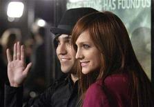 """<p>Musicians Ashlee Simpson (R) and husband Pete Wentz attend the premiere of """"Cloverfield"""" in Los Angeles January 16, 2008. Simpson and Wentz are expecting their first child, the couple said on Wednesday. REUTERS/Phil McCarten (UNITED STATES)</p>"""