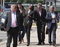 <p>British model Naomi Campbell arrives at Heathrow Police Station, where she reported to the police, at Heathrow Airport, in west London, May 29, 2008. REUTERS/Stephen Hird</p>