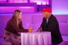 <p>Austríaca sequestrada por oito anos vira apresentadora de TV.  Natascha Kampusch entrevista o campeão de Fórmula 1 Niki Lauda em Viena. A austríaca que passou oito anos presa depois de ser sequestrada em Viena, vai virar apresentadora de talk show na televisão. 30 de maio. Photo by Reuters (Handout)</p>