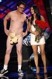 <p>El actor Rainn Wilson y la actriz Megan Fox en la premiación MTV Movie Awards 2008, en Los Angeles, Jun 1, 2008. Incendio? Qué incendio? MTV siguió adelante el domingo con la entrega de sus premios anuales a la producción cinematográfica en un lote de los Universal Studios, horas después de que un espectacular incendio destruyera parte de la historia de Hollywood muy cerca del lugar. Photo by Mario Anzuoni/Reuters</p>