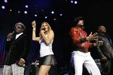 <p>The Black Eyed Peas (L-R) will.i.am, Fergie, Taboo and apl.de.ap perform at the 4th annual Peapod Foundation benefit concert at the Avalon in Hollywood, February 7, 2008. REUTERS/Mario Anzuoni</p>