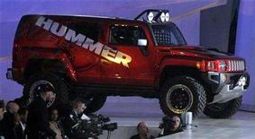<p>General Motors introduces the HUMMER H3R concept during the GM Style event in Detroit, Michigan January 12, 2008. REUTERS/Rebecca Cook</p>