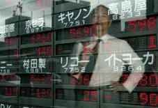 <p>Un imprenditore a Tokyo. REUTERS/Issei Kato</p>