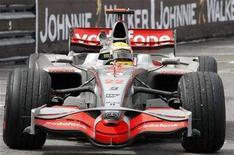 <p>McLaren Formula One driver Lewis Hamilton of Britain celebrates after winning the Monaco F1 Grand Prix in Monte Carlo May 25, 2008. REUTERS/Robert Pratta</p>