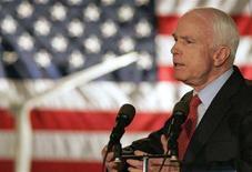<p>John McCain in una foto d'archivio. REUTERS/Richard Clement (UNITED STATES)</p>