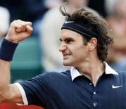 <p>Federer bate González e encara francês Monfils na semi em Paris. Roger Federer se recuperou de um péssimo primeiro set contra o chileno Fernando González e se classificou para as semifinais do torneio de Roland Garros. O próximo adversário do número 1 do mundo será o francês Gael Monfils. 4 de junho. Photo by Francois Lenoir</p>