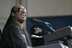 <p>Stevie Wonder performs at the New Orleans Jazz and Heritage Festival in New Orleans, Louisiana May 2, 2008. REUTERS/Lee Celano</p>