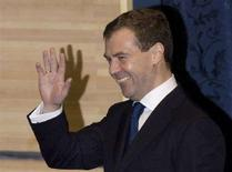 <p>Российский президент Дмитрий Медведев на экономическом форуме в Санкт-Петербурге 7 июня 2008 года. Дмитрий Медведев в субботу обвинил крупнейшую мировую экономику - США - в попытке навязать миру свои интересы и предложил сделать Россию площадкой для борьбы с финансовой гегемонией Соединенных Штатов. (REUTERS/Sergei Karpukhin)</p>