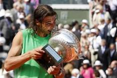 <p>Nadal arrasa Federer e conquista o tetra de Roland Garros. Rafael Nadal fez uma exibição impecável de tênis no saibro e demoliu o número 1 do mundo, Roger Federer, por 6-1, 6-3 e 6-0, conquistando seu quarto título consecutivo do Aberto da França.8 de junho. Photo by Regis Duvignau</p>