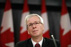 <p>Liberal leader Stephane Dion listens to a question during a news conference in Ottawa June 5, 2008. REUTERS/Chris Wattie</p>