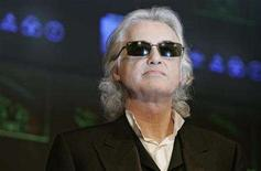 """<p>Led Zeppelin guitarist Jimmy Page poses for photographers before a news conference to promote the band's album of live performances entitled """"Mothership"""" in Tokyo January 28, 2008. REUTERS/Michael Caronna</p>"""