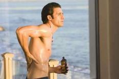 <p>Imagem de divulgação do modelo e ator francês Gilles Marini em cena do filme 'Sex and the City'. Marini fez carreira exibindo roupas, mas a fama só chegou com sua nudez total, no filme 'Sex and the City'. Photo by Reuters (Handout)</p>