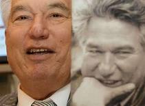<p>Foto de archivo del escritor kirguís Chinghiz Aitmatov durante una conferencia de prensa en la Feria Internacional del libro de Moscú. 29 nov,2006.El escritor kirguís Chinghiz Aitmatov, un intelectual que ayudó a difundir la perestroika del líder soviético Mikhail Gorbachev, murió el martes en Alemania a los 79 años, informó el despacho del presidente de Kirguistán. Nacido en una pequeña aldea en 1928, Aitmatov ganó diversos premios literarios durante la era soviética, convirtiéndose en un diplomático de alto rango soviético y kirguís. Photo by (C) THOMAS PETER / REUTERS/Reuters</p>