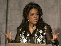 <p>Media mogul Oprah Winfrey gestures as she introduces Archbishop Desmond Tutu during a reception to honor him being awarded the Lincoln Leadership Prize Chicago, Illinois May 13, 2008. REUTERS/Frank Polich</p>