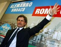 <p>Gianni Alemanno dopo l'elezione a sindaco di Roma. REUTERS/Remo Casilli (ITALY)</p>